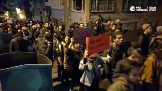 Недовольные результатами референдума в Турции вышли с протестами на улицы Стамбула