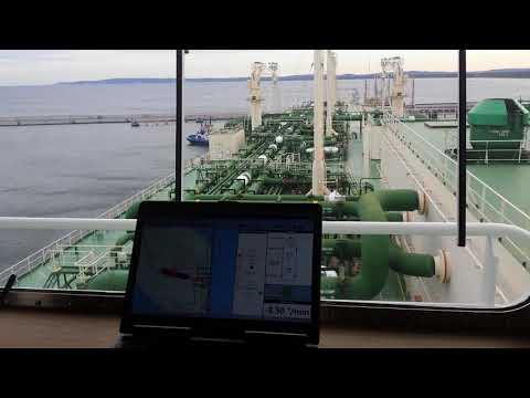 Maneuvering and mooring of a Q-FLEX LNG vessel using PPU instruments