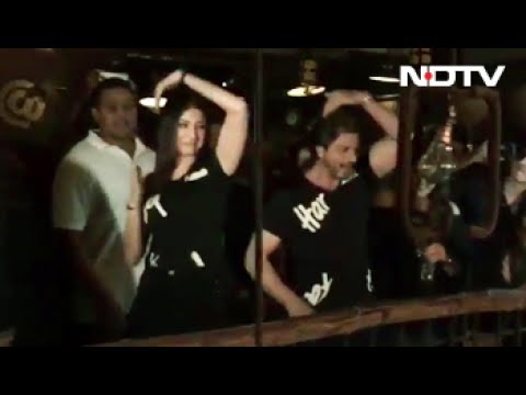 CHECK OUT SRK & Anushka's Dance Moves On Beech Beech Mein