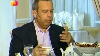 Чай с медом или сахаром (диетолог А. Ковальков).