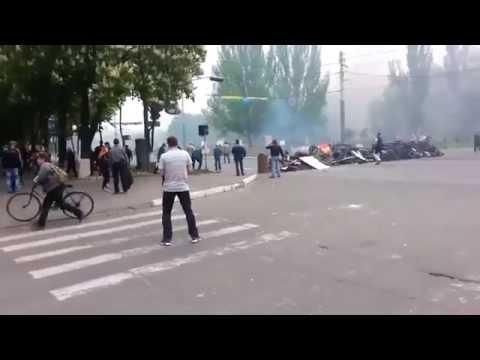 +18 Ukraine - Mariupol le massacre financé par l'UE 9 5 14 - l'rmée contre les civils