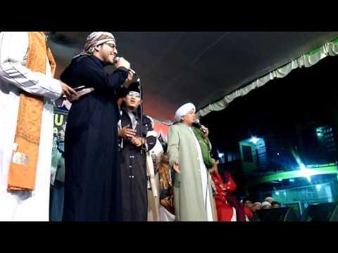 Kh Salimul apip feat Syeikh taha antar - USTADZI
