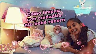 Обложка на видео о COMO LIMPIAR CON CUIDADITO A TU BEBE REBORN