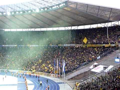 Hertha - Dortmund: BVB Fans feiern den 1:0-Siegtreffer