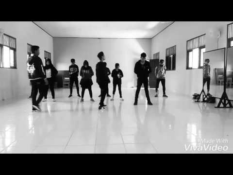 Dance god boy SMA 2 kintap..(keren banget)