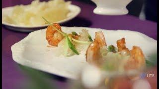 Нарезка. Салат с креветками и помело