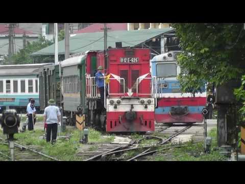 ベトナム鉄道 D12E機関車の入換【HD】 ハノイ駅 Trains in Vietnam hanoi(D12E loco.)