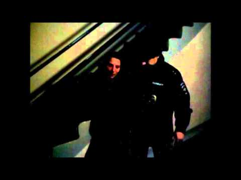 №2 В Тольятти 21 летняя девушка напала на полицейских и разгромила дежурную часть.