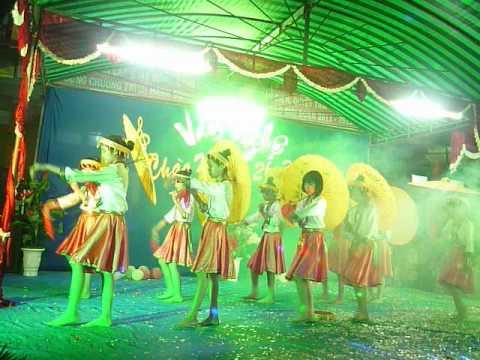 Múa: Cô giáo bản em. Trường Lâm Mộng Quang - Hội trại 26.3.2014.
