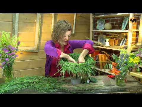 Ботаника. Композиция из полевых цветов.