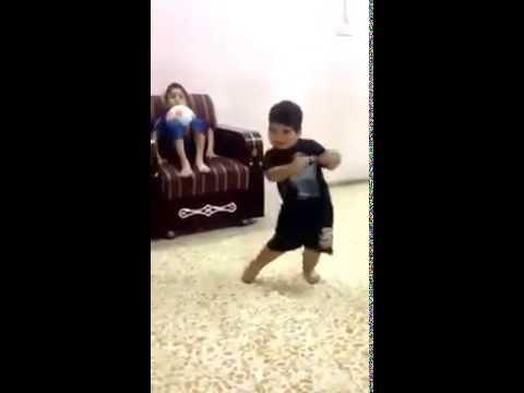 طفل عراقي يرقص على اغنية محمد السالم ولك شدها 2015 thumbnail