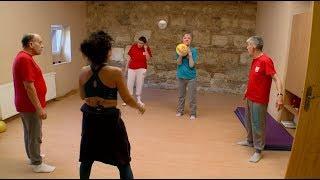 Down szindrómások és kerekesszékesek tanulhatnak táncolni