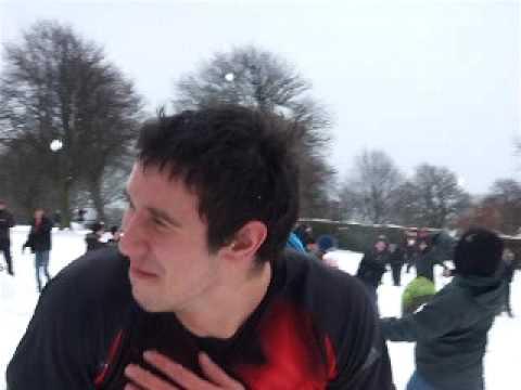 The Leeds Snowball Fight Massacre 2010 - Mid snowballing action.AVI
