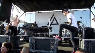 "Linkin Park and Jeremy of A Day To Remember ""A Place For My Head"" Live At Warped"