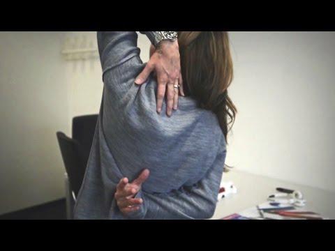 Hände hinter dem Rücken berühren - Viola will's wissen - #srfdgst