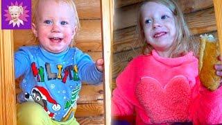 ВЛОГ Развлечения зимой с детьми #1 Заселяемся в домик катаемся на бублике зимняя детская площадка