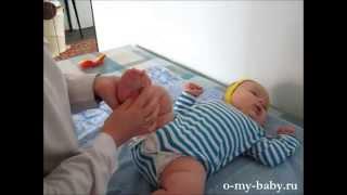 Гипотонус у ребёнка — делаем массаж(У Стёпы слабые мышцы. Тётя доктор делает ему массаж., 2014-06-22T07:03:12.000Z)
