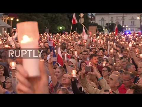 Poland: Thousands hold candlelit rally against judicial reforms
