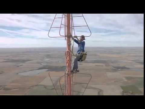 Changement d'une ampoule sur une antenne relais de 460 metres