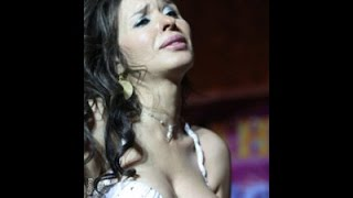 الراقصة دينا تعود بوصلة رقص ساخنة علي المسرح تشعل مواقع التواصل