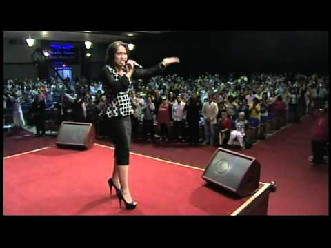 "Kathy Joanne "" A Dios Sea La Gloria "" (Live)"