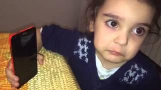 Девочка не хочет отдавать папу