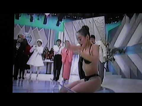黒Tバックビキニでセクシーリンボーダンス
