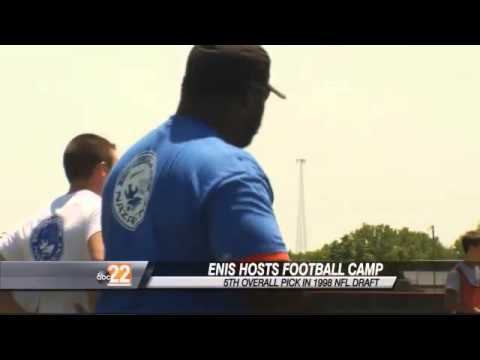 Enis Hosts FUNdamentals Football Camp