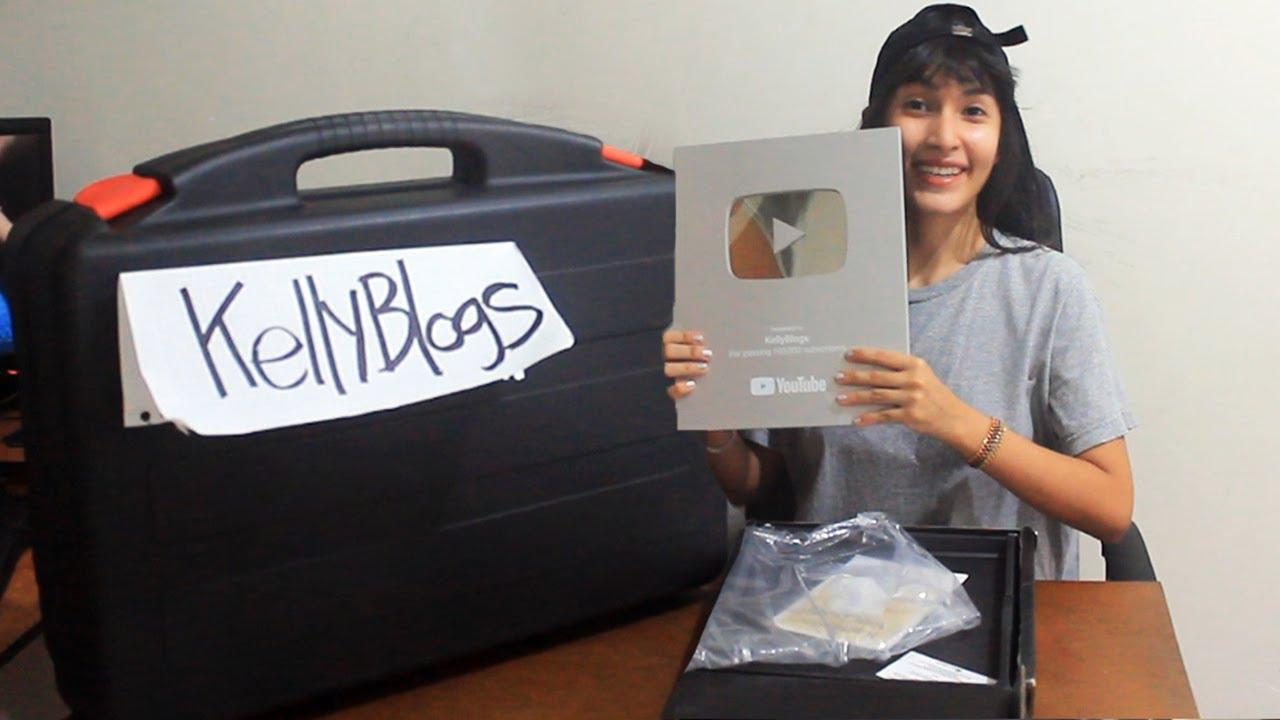 ABRIENDO REGALO ÉPICO DE SUSCRIPTOR + PLACA DE LOS 100K! /KellyBlogs