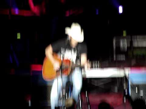 Brad Paisley -You'l Never Leave Harlan,Castlebar 2011.MPG