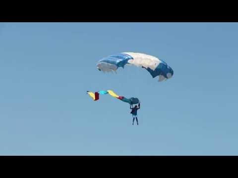 На праздновании 100 летия ЕВВАУЛ женщины-парашютистки!
