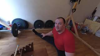 #Мужчина(130кг) делает шпагат и лежит на гвоздях #шпагат #правило