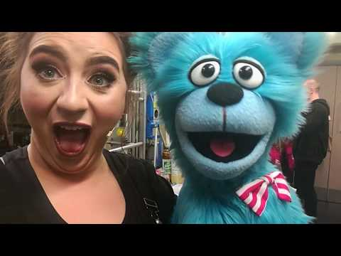 BACKSTAGE AVENUE Q VLOG - Behind the Felt (behind the scenes and puppet secrets!)