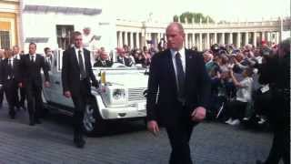 Pope Benedict XVI comes within a few feet of Hansen