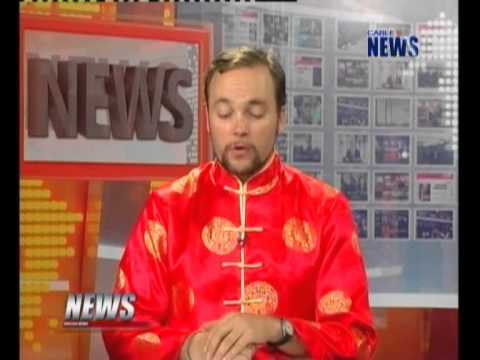 English News on February 5, 2013 ( News anchors wore tradition Chinese clothes)
