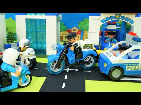 lego-duplo-police-station-assembly,-the-pursuit-of-a-criminal