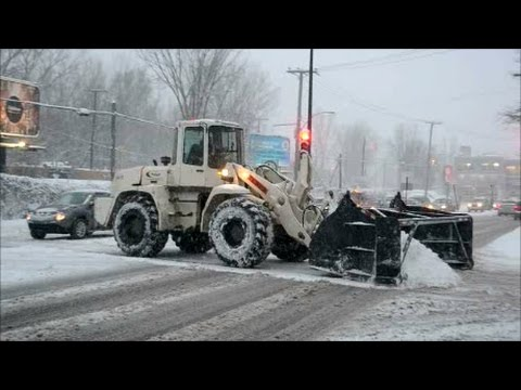 PLOWING SNOW IN MONTREAL SNOWSTORM DECEMBER 2016