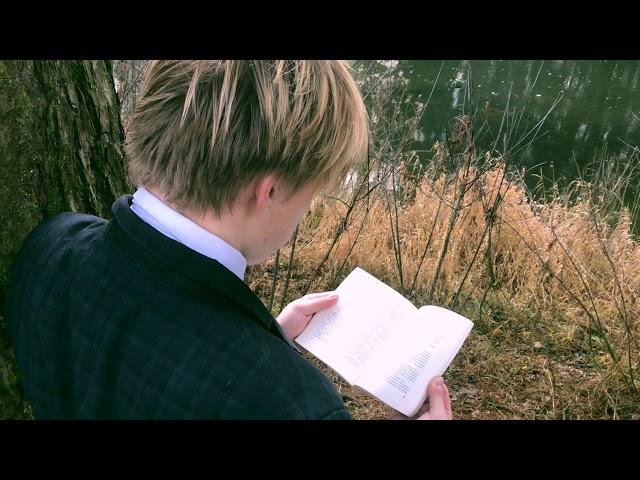 Изображение предпросмотра прочтения – ГлебСокерин читает произведение «Мне осталась одна забава…» С.А.Есенина