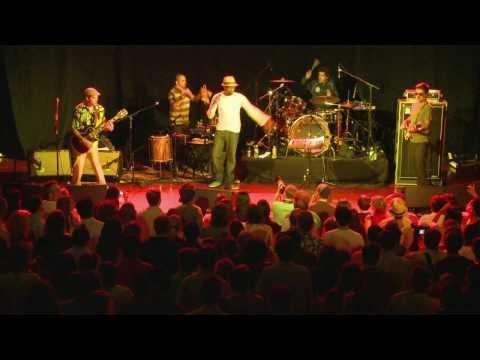 "Seu Jorge performs ""Cirandar"" on Quick Hts"