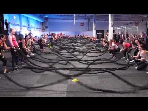 Elastic battle rope training in Group training