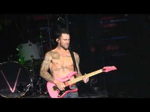 Adam Levine   & James Valentine amazing   guitar  duo Live in Milan 12 6 2015