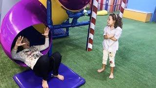 MAMÃE E FILHA BRINCANDO NO PARQUINHO / Indoor Playground for Kids