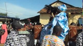 La Reine Mère en route pour la place Abissa pour la clôture.