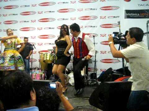Tula Rodriguez bailando huayno julio 2009