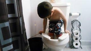 enfant drôle Flushing lui-même vers le bas - Meilleur AFV Enfants Vidéos!