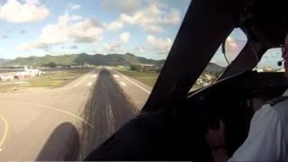 Boeing 787-8 Dreamliner van Tui Nederland landt op St. Maarten (SXM)