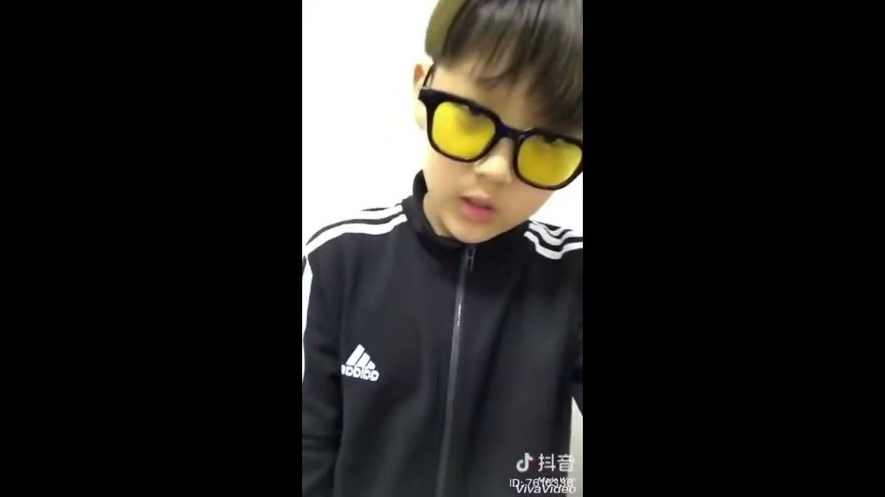 Tiktok handsome boy dance / Little Jhope BTS (His INSTAGRAM: XUE_YONGXI)