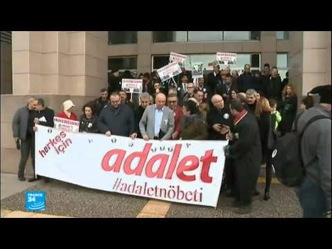 القضاة الأتراك المُقالين يقومون بوقفة احتجاجية  - 18:22-2018 / 1 / 5