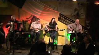 Amy Belle without Rod Stewart but with The Ferrymen