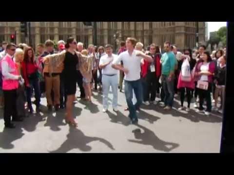 дрочит на улице видео онлайн